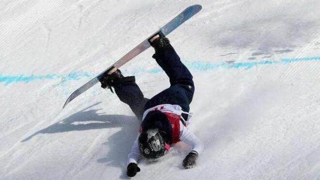 极限小哥花式滑雪失误