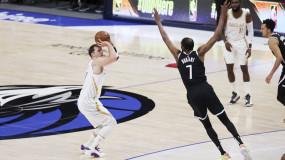 NBA十佳球:湖人大将隔扣 东契奇后撤步戏耍KD