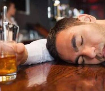 """酒喝多了真会""""断片""""吗?"""