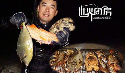 摸黑潜水竟然叉到大龙虾