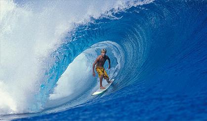 冲浪高手展示水上特技