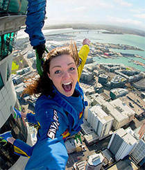 外国小妞162层高楼跳下