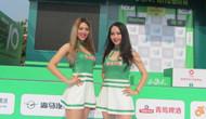 拉拉队美女天团助威环岛赛 长腿超短裙吸眼球