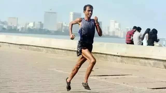 印度大叔每天奔跑100公里