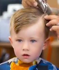 内向的宝宝剪完头发后
