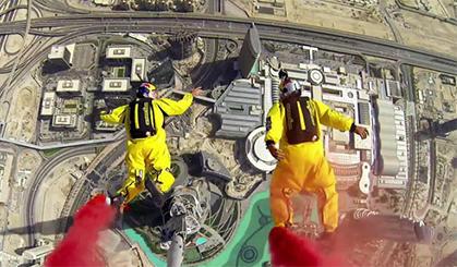 在世界第一高楼花式跳伞