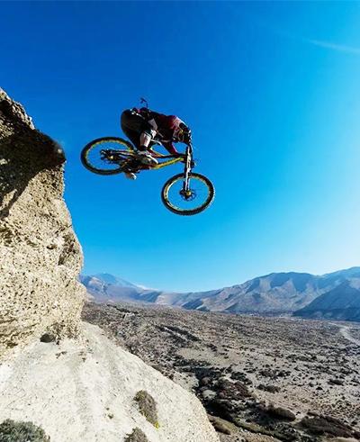 山地自行车极限挑战高山速降