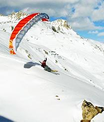 当滑雪遇上滑翔伞