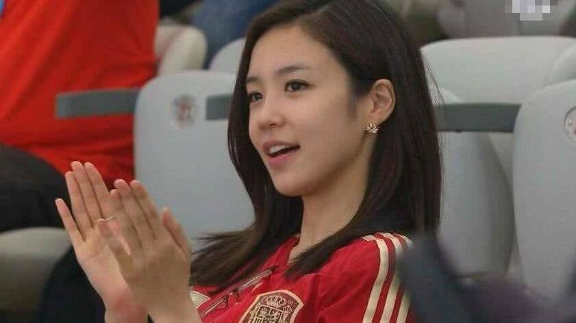 韩国女神级球迷跳钢管舞