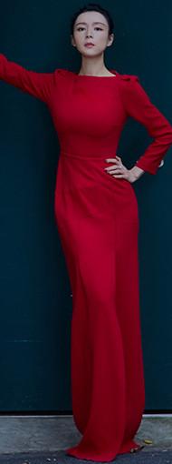 张静初美到惊艳 穿大红色收腰裙明艳动人
