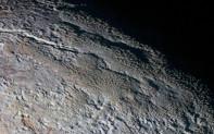NASA公布冥王星表面最新画面