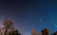 """流星雨—""""岩石彗星""""的灰烬"""