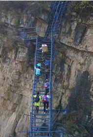 """悬崖村的""""新天梯""""修好了"""