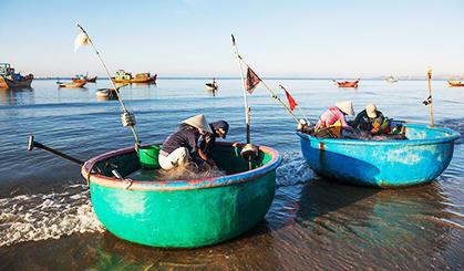 越南的脸盆渔船竟然这么洋气
