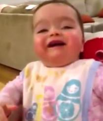 宝宝大笑到停不下来