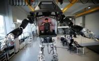 人控巨型机器人首次公开测试