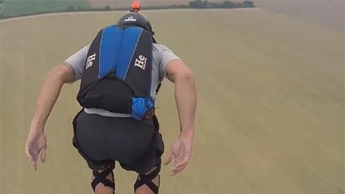 极限低空跳伞随时面对死亡