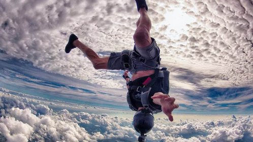 瘫痪男子跳伞发生意外