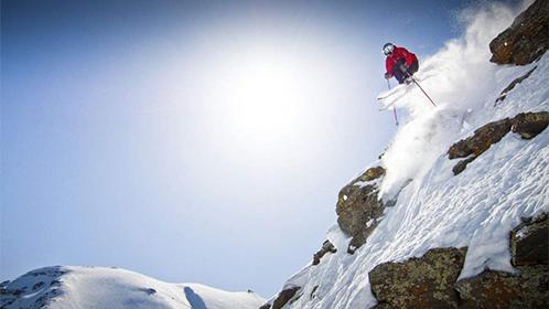 牛人4000米高悬崖垂直滑下去