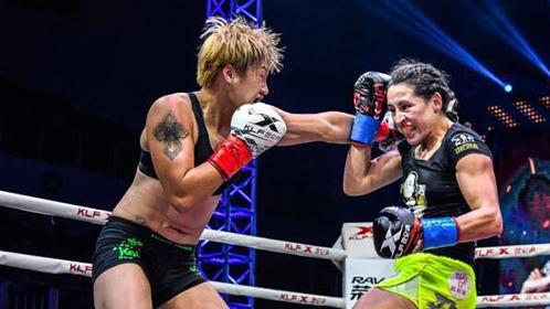 中国姑娘重拳连击暴揍对手
