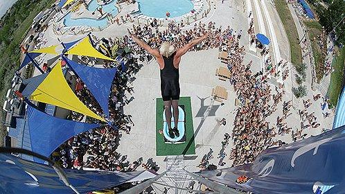10米高台跳入30厘米深水池
