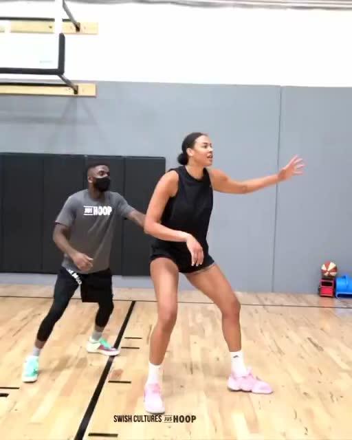 很轻松!WNBA巨星-坎贝姬单挑完爆男球员_全景NBA