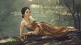 缅甸少女习惯街边冲澡,缅甸乡村生活,棚窝简陋超出你想象