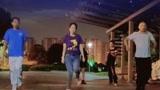 点击观看《广场鬼步舞已经普及,最火《回到初恋》》