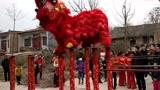实拍陕西渭南农村结婚习俗,精彩的舞狮跳桩表演难得一见