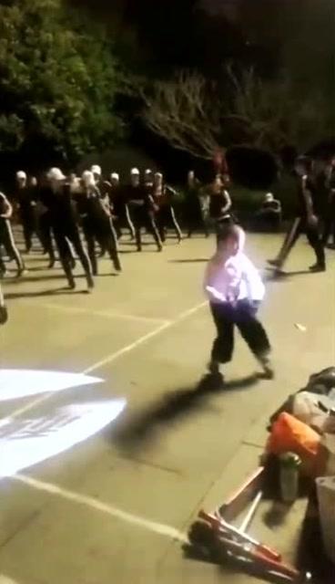广场舞大妈培养的先锋,跳得有模有样