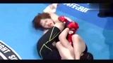 中国女拳王狂揍韩国选手 裁判都拉不开