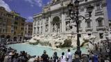 意大利许愿池,游客每年投上千万硬币,但钱归谁呢?