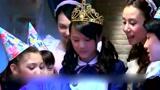 舞法天女朵法拉:美瑰过生日戴皇冠变成女王,好漂亮