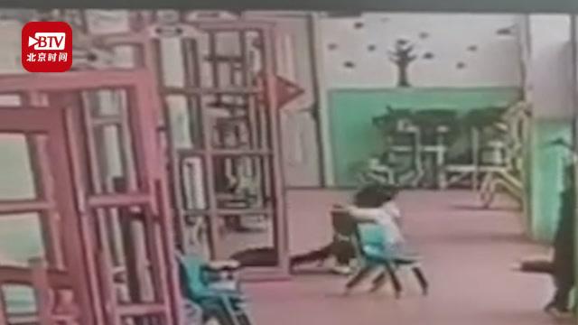 好狠!幼兒園女童被老師一腳踹倒 園方:打人老師被家長打了