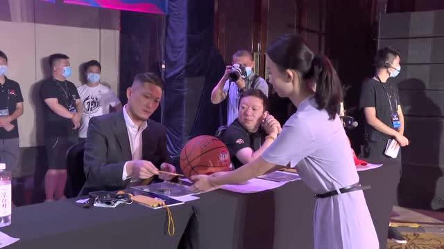 2020CBA选秀大会 广州龙狮用榜眼签选择祝铭震