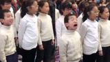 小学生合唱太投入到翻白眼 每一帧都是表情包
