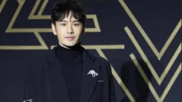 黄晓明星光大赏获得年度节目之星荣誉 换最新发型年轻十岁