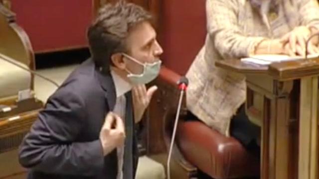 戰疫最前線|因戴口罩進入議會被嘲 意大利議員發言時怒摔話筒