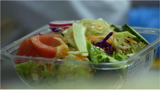 为什么超市的鲜切菜能放一周,而我在家切开的蔬菜一放就坏?