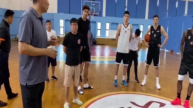 江苏男篮官方宣布李楠成为新任主帅 原外教贝西洛维奇离队