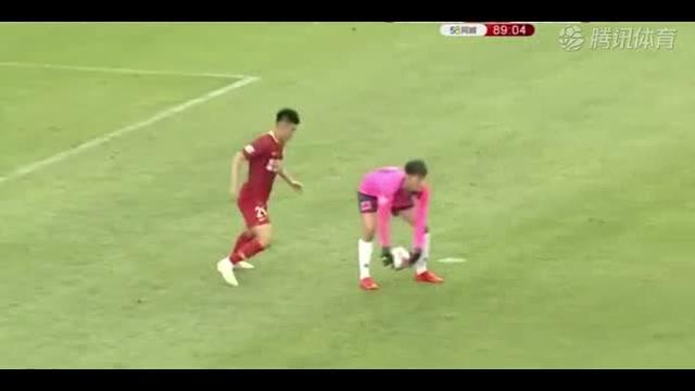 中甲前锋偷鸡后空门不进 解说员沉默了10秒钟_全景中国足球