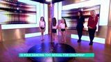8岁女童现场大跳性感钢管舞 被批儿童色情