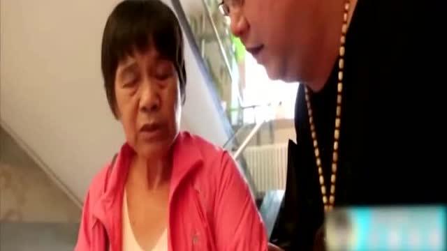4个儿子请母亲吃饭,买单时却看哭了!