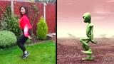 魔性卡通舞蹈:尼泊尔女孩挑战疯狂的青蛙,太空舞