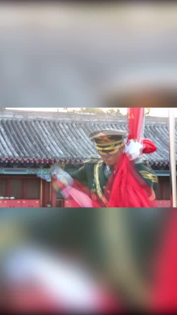 國旗護衛隊升旗手袁晉爽展示收旗,砍旗動作帥到爆炸!