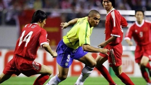 重温世界杯我国大战巴西,本以为这是最弱的国足,没想到却是巅峰