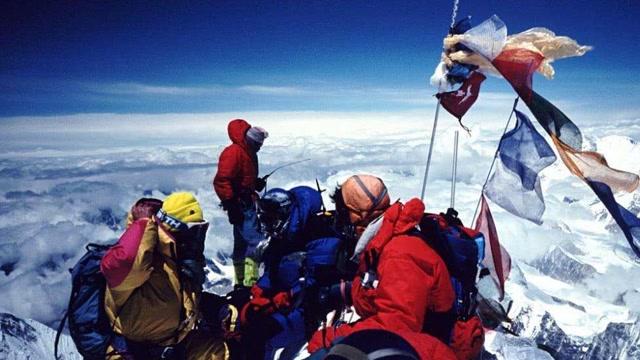 商業化登山爭議重重 解讀攀登珠穆朗瑪峯背後的巨大產業鏈