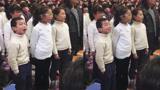 """实力抢镜!小学生合唱卖力到翻白眼 表情如""""戏精""""碾压众人"""