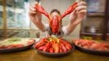 减肥不能吃小龙虾?