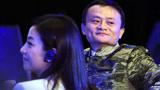 赵薇夫妇遭央视点名批评, 伤了|股民的心,好友马云为何不敢发声?